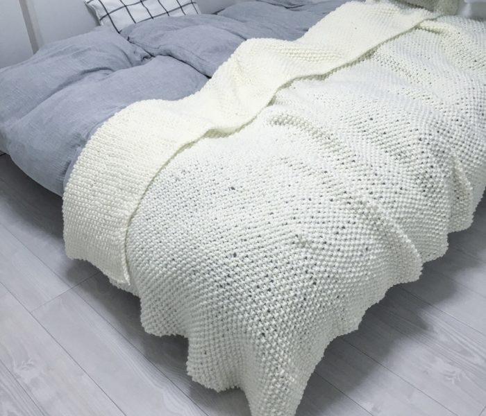 ★子供部屋★毛糸で編んだベッドカバーが完成♪
