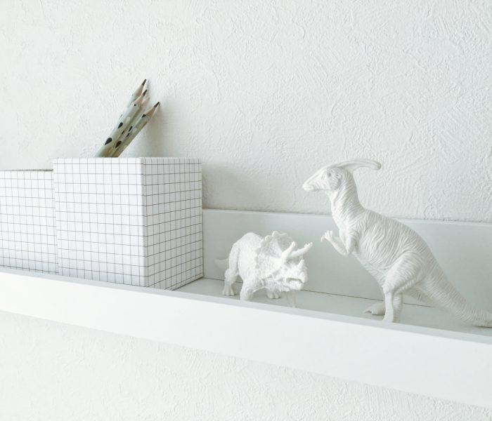 ★ダイソー★真っ白な恐竜オブジェを長男部屋に飾りました