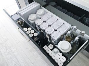 モノトーンインテリア キッチン収納