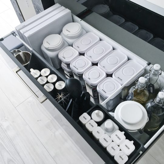 ★folk連載③★モノトーンキッチンと調味料収納!