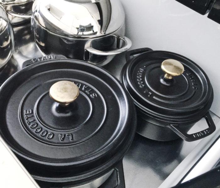 ★96(クロ)の日★黒いストウブ鍋とキッチンの鍋類収納!