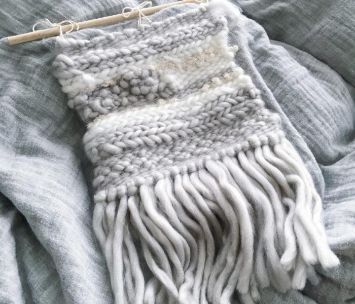 ★100均でDIY★極太毛糸でウィービングタペストリーを作りました♪