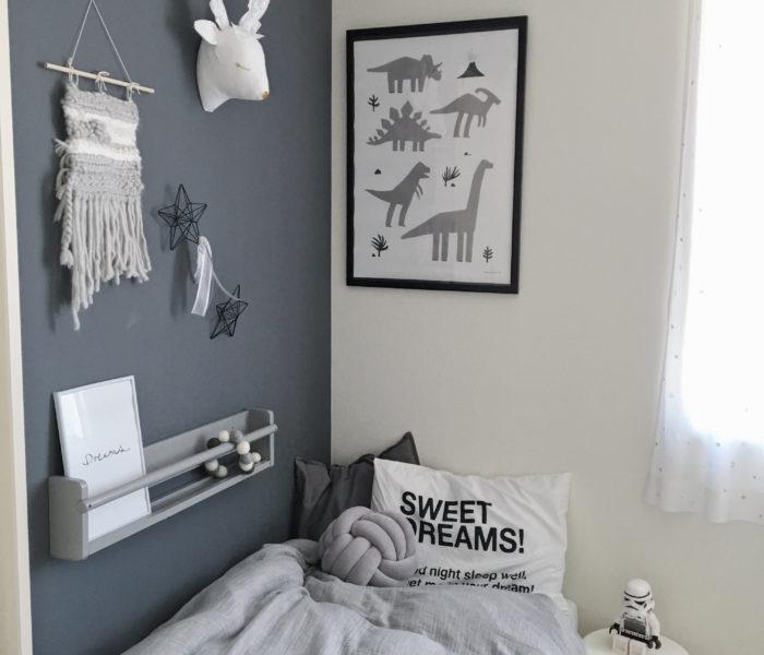 ★子供部屋★モノトーンな北欧デザイン 恐竜ポスター