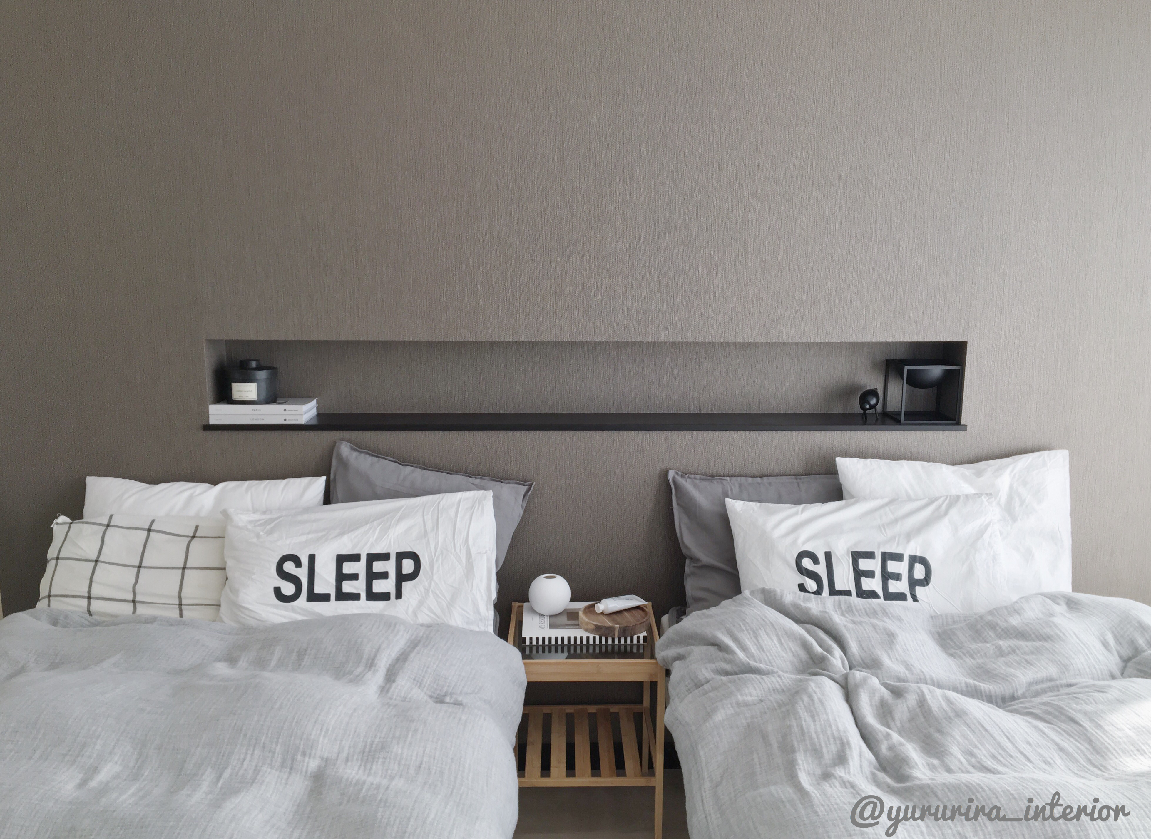 主寝室★IKEAのサイドテーブルでホテルのようなインテリア