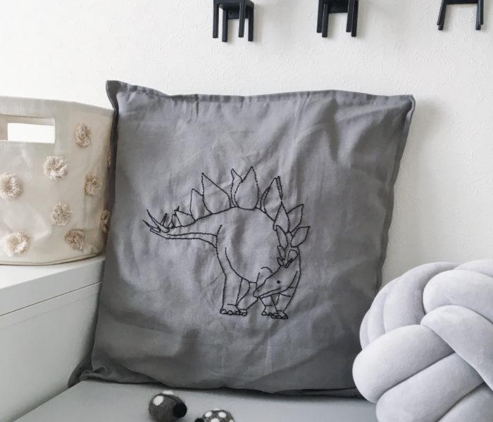 刺繍で子供が喜ぶアイテムに♪IKEAのプチプラクッションカバー