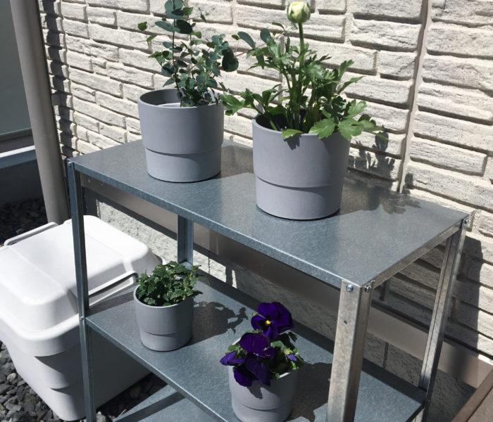 """""""庭活""""開始!IKEAで買った屋外用棚と鉢カバー"""