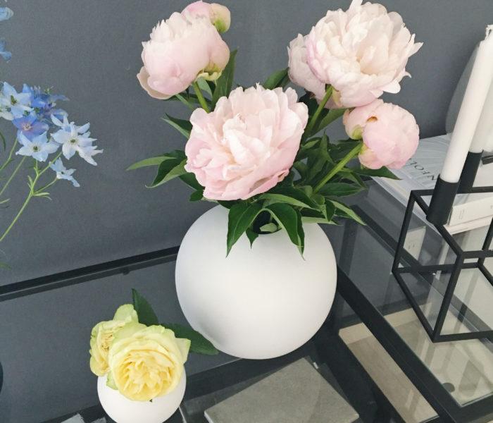 花のある暮らし♪旬の芍薬と真っ白北欧フラワーベース