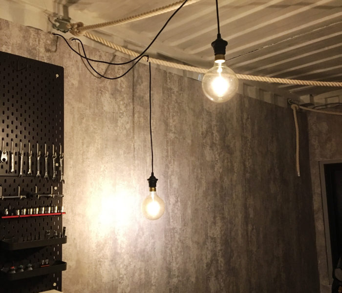 コンテナガレージリフォーム記録③天井にロープとライトを設置