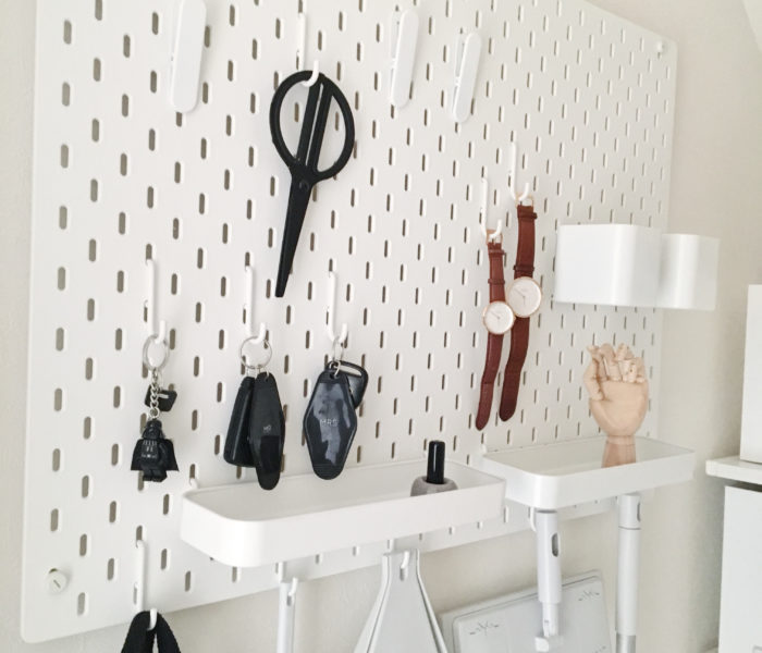 IKEA・無印★掃除用品と身支度用品の引っ掛け収納