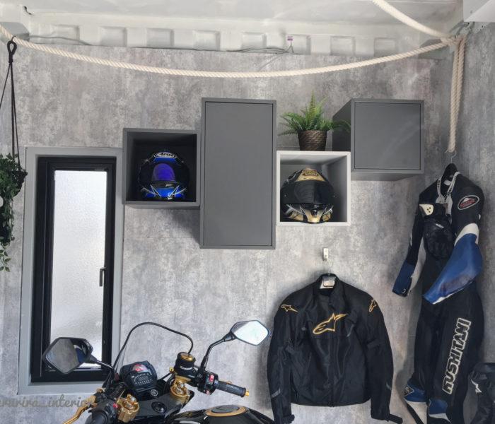 コンテナガレージリフォーム記録④ヘルメットやアパレルの収納