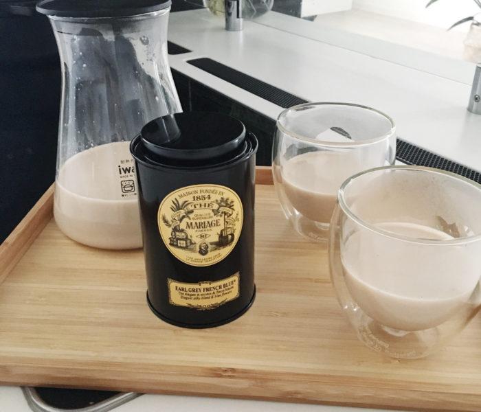 寒い日は…おいしい紅茶でロイヤルミルクティー♪…とポンくん。