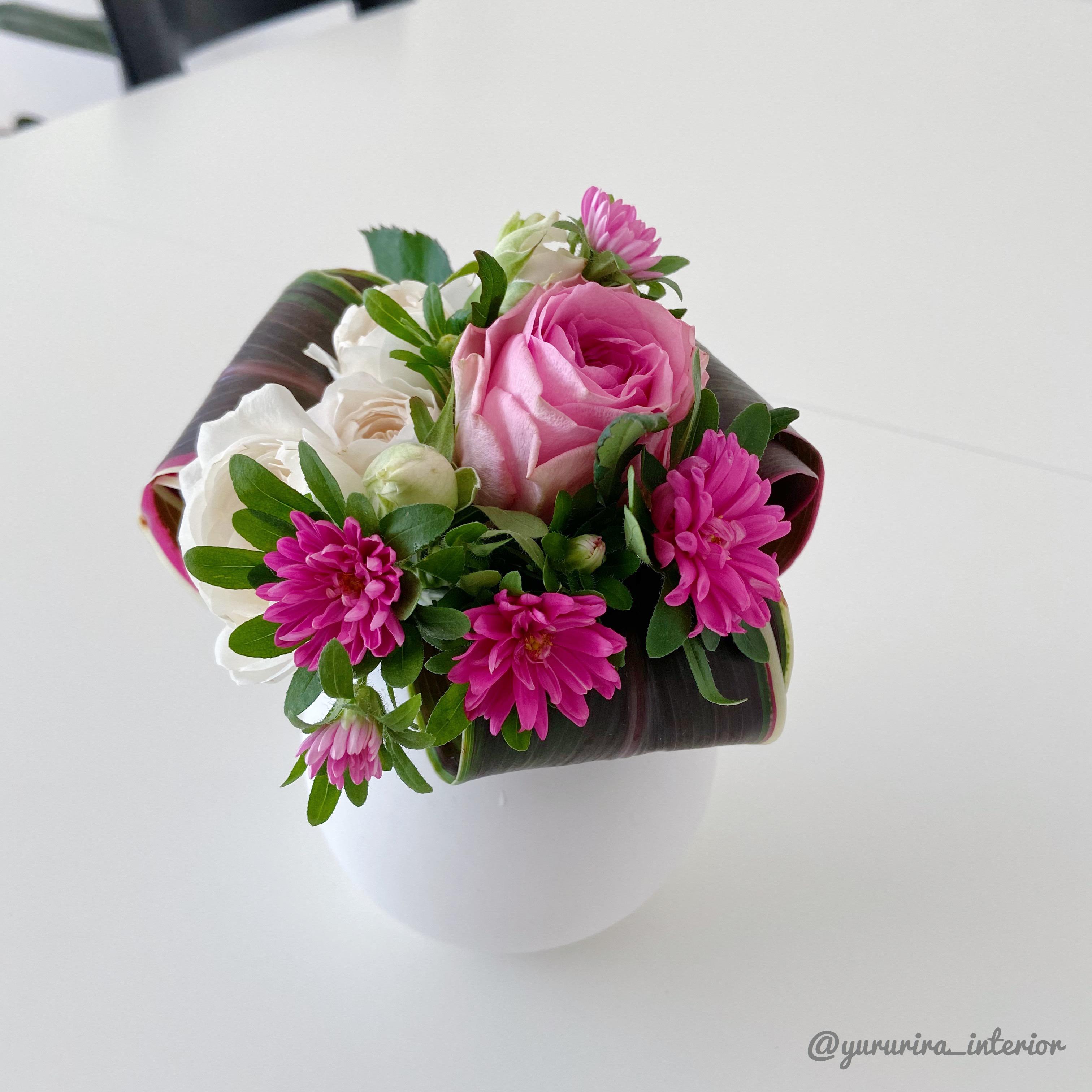 花のある暮らし★小さなブーケをリビングに飾りました