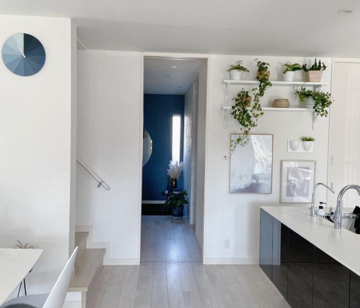 IKEAの棚に植物を並べて…壁付け家具設置前にやっておきたいこと