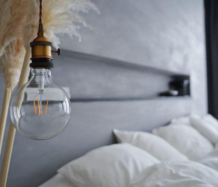 Amazonで買った激安ライトで主寝室を海外風に♪