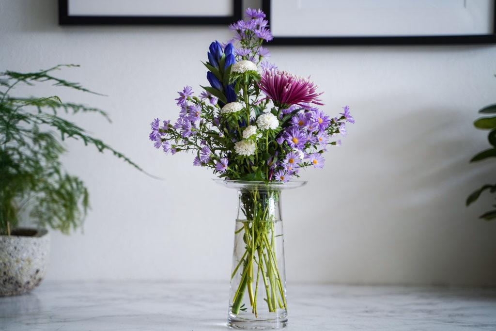 シンプルなのに個性的。美しくお手頃価格のガラス花瓶